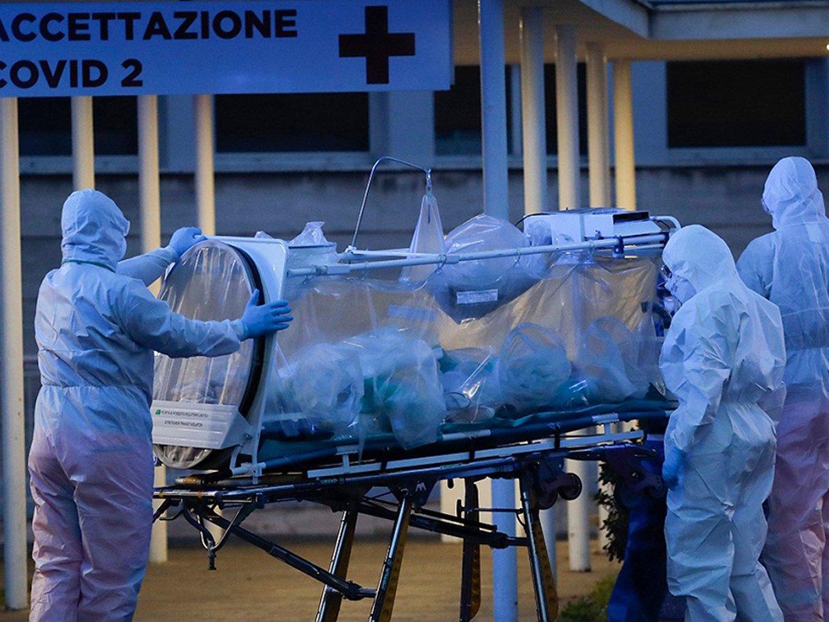 СМИ: от COVID-19 в России умерло в 16 раз больше врачей, чем в других странах