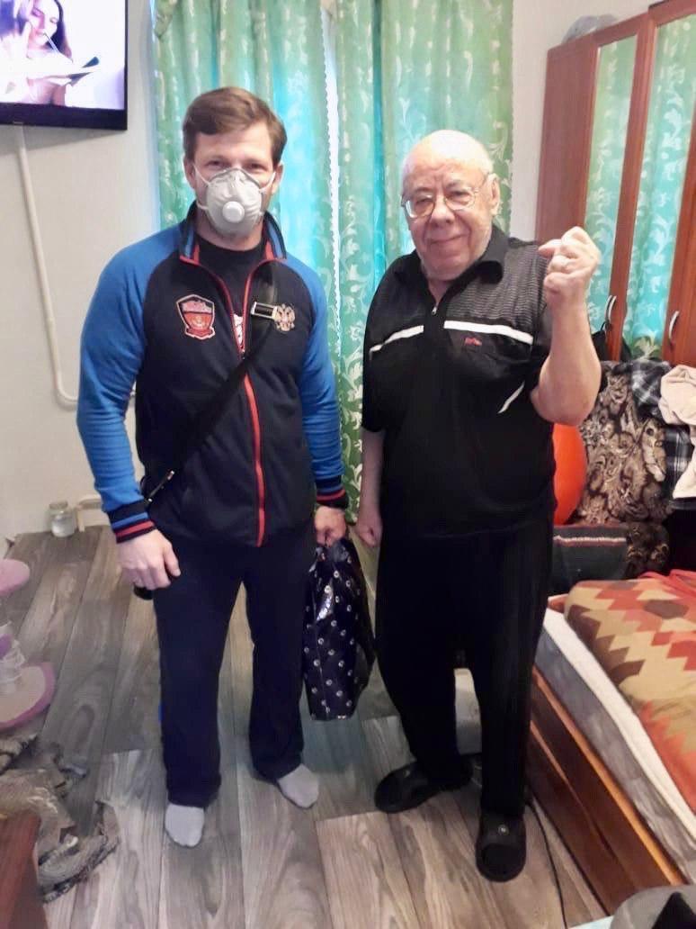Спортивные волонтеры Подмосковья поздравили ветеранов спорта с Днем Победы