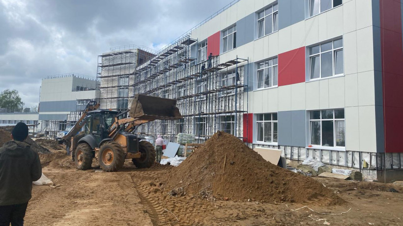 Строительство учебной пристройки на 200 мест возобновили в Серпухове