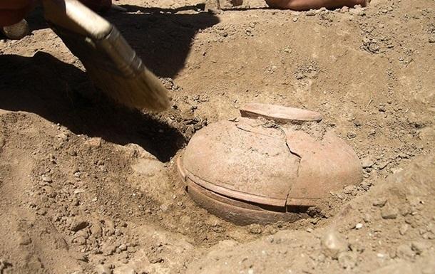 В Китае нашли древний сосуд с неизвестной жидкостью