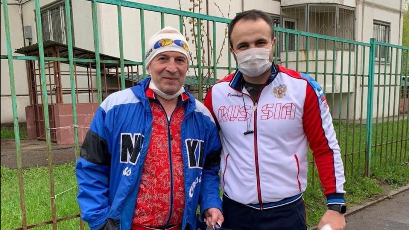 Волонтеры поздравили ветеранов спорта с Днем Победы в Подмосковье