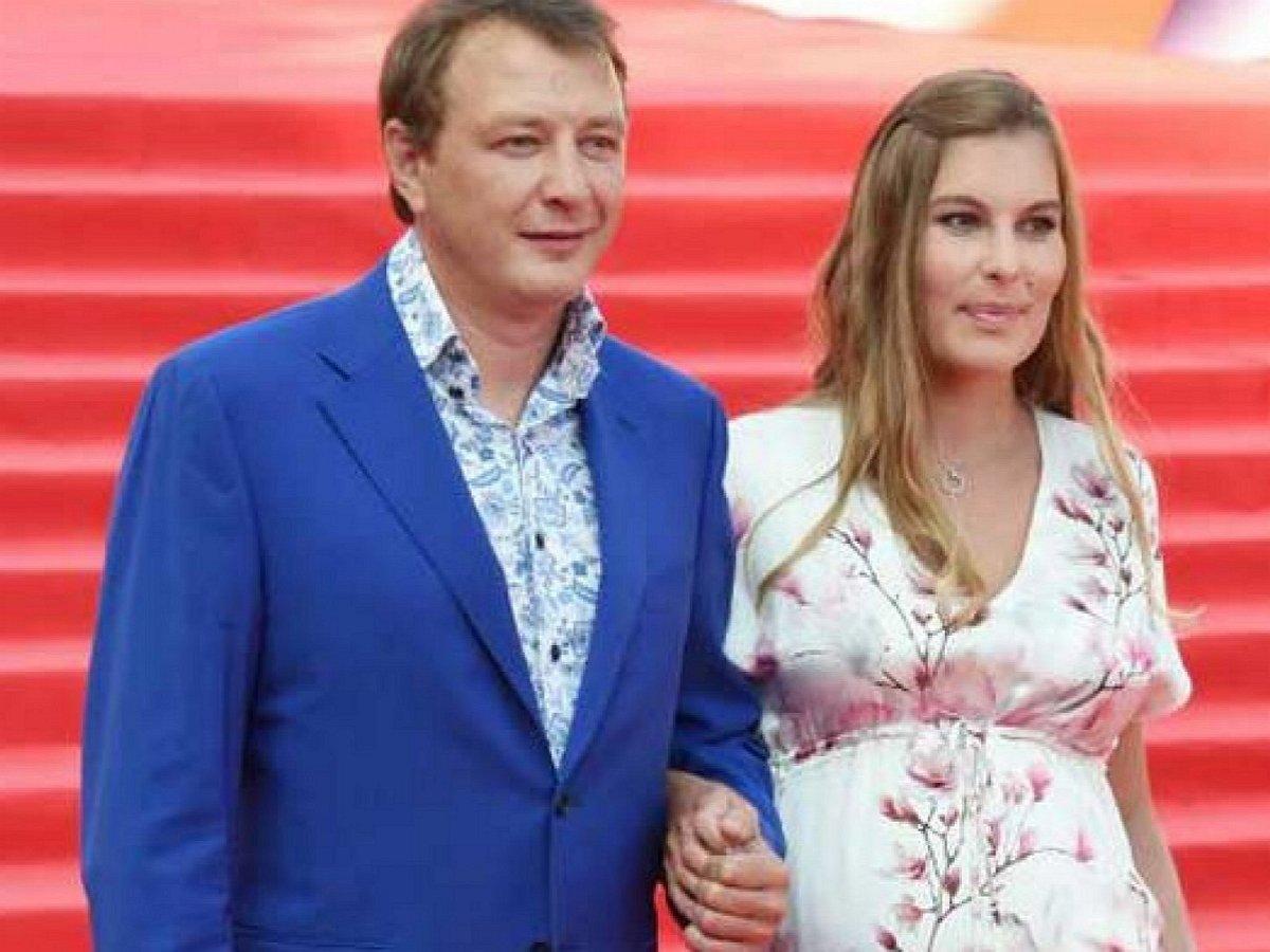 Жена Марата Башарова рассказала, как он ее душил на третьем месяце беременности