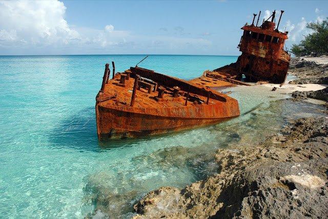 10 самых эффектных обломков кораблекрушений из разных уголков планеты