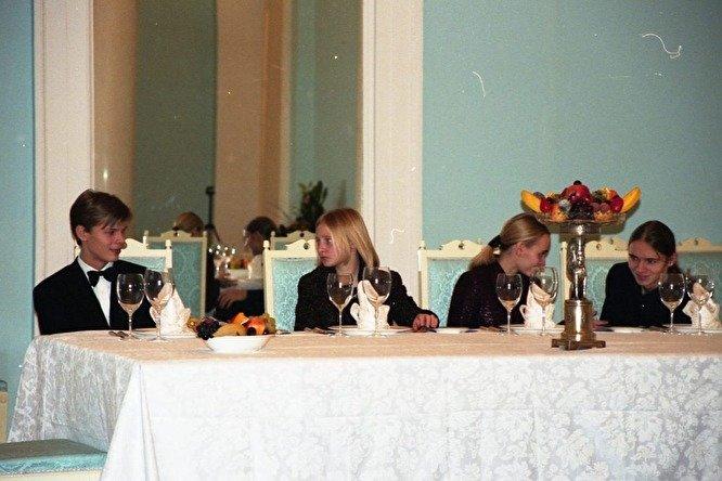 Архивные фото дочерей Владимира Путина опубликовали в Сети