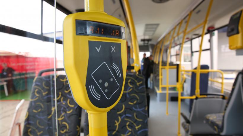 Более 472 тыс. поездок в общественном транспорте оплатили банковскими картами за 3 дня