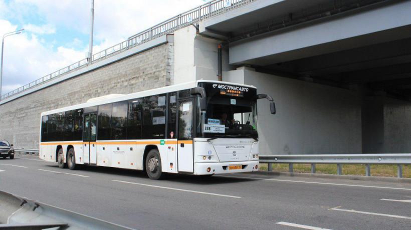 Более 477 тыс. поездок совершили пассажиры автобусов в Подмосковье утром в понедельник