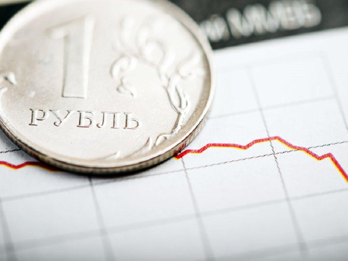 """""""Девальвируют без шума и пыли"""": эксперт рассказал о падении рубля до 100 за доллар"""