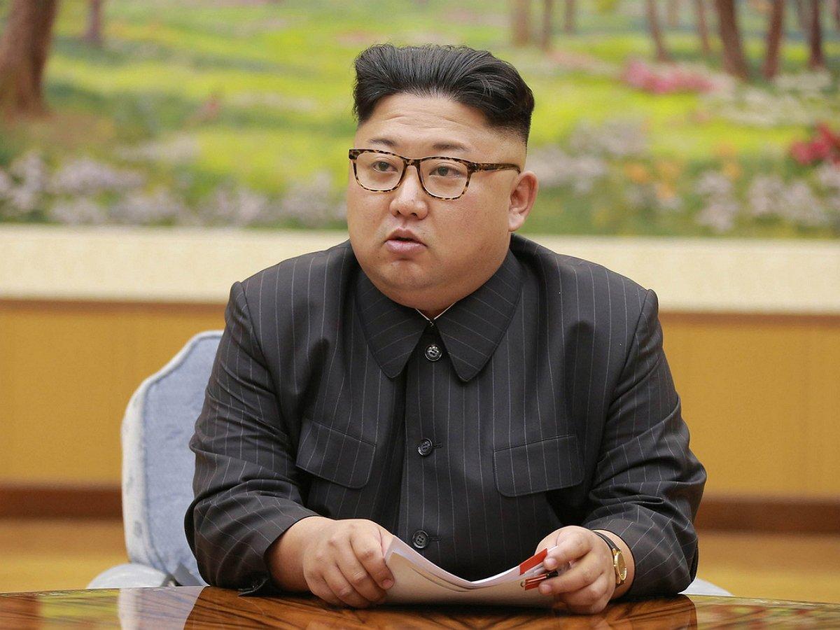 КимЧенЫнудивил публику необычным модным внешним видом