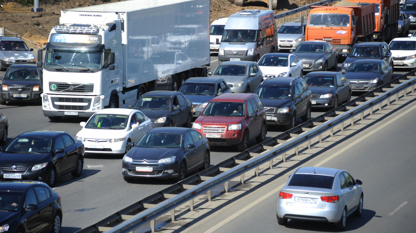 Количество автотранспорта на дорогах Подмосковья выросло на 45% с апреля