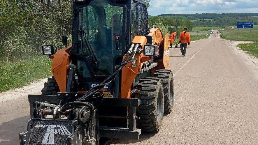 Новая техника вышла на уборку региональных дорог Подмосковья