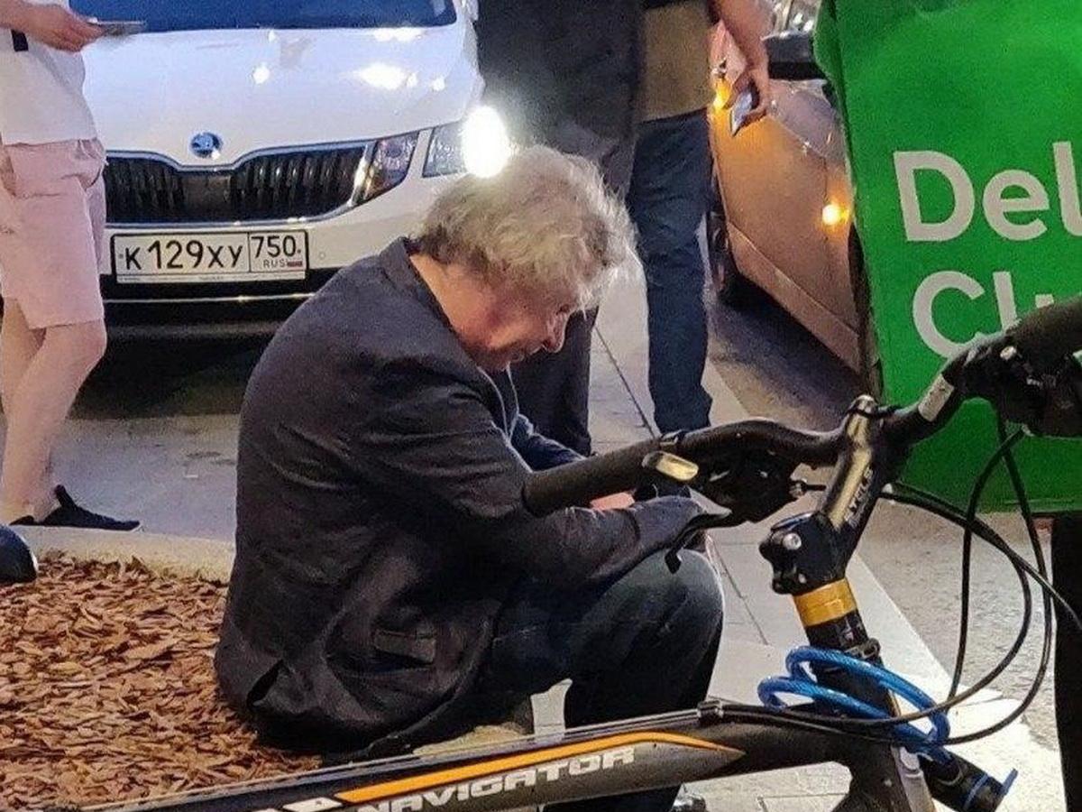 Пьяный актер Михаил Ефремов попал в ДТП в центре Москвы. Видео аварии попало в Сеть