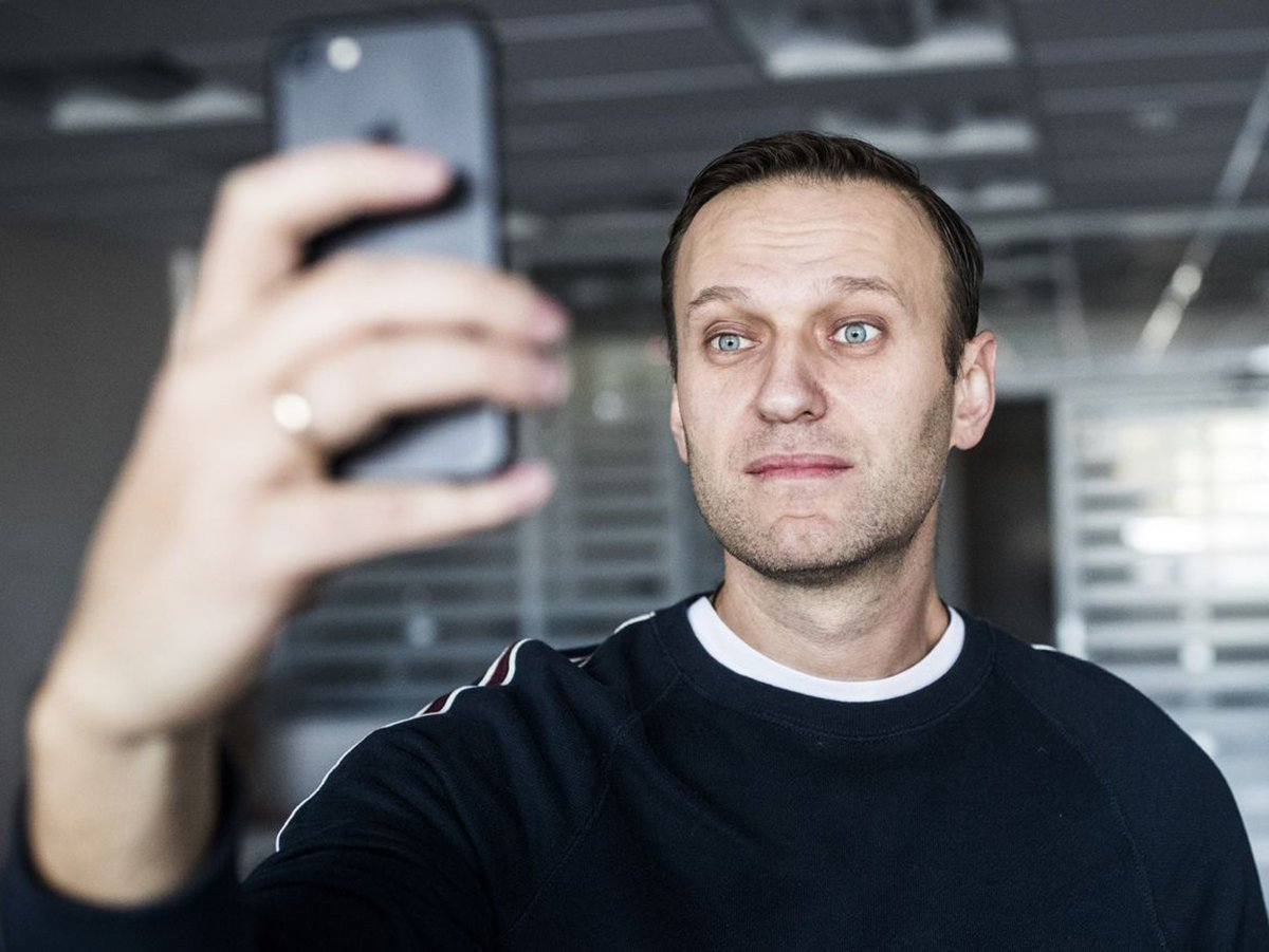 После уголовного дела о клевете Навальный предложил поднять пенсию ветеранам до 200 тысяч рублей