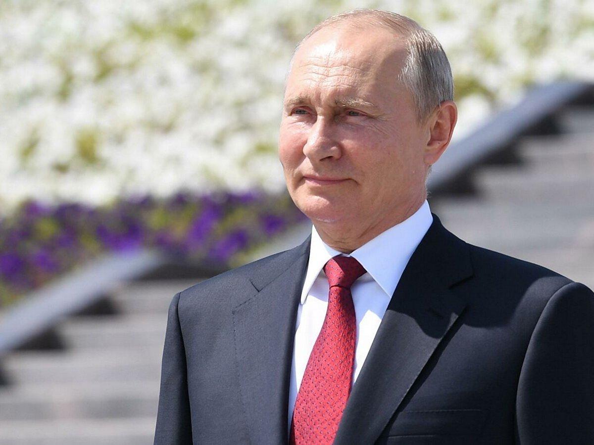 Путин посетил главный храм Минобороны РФ