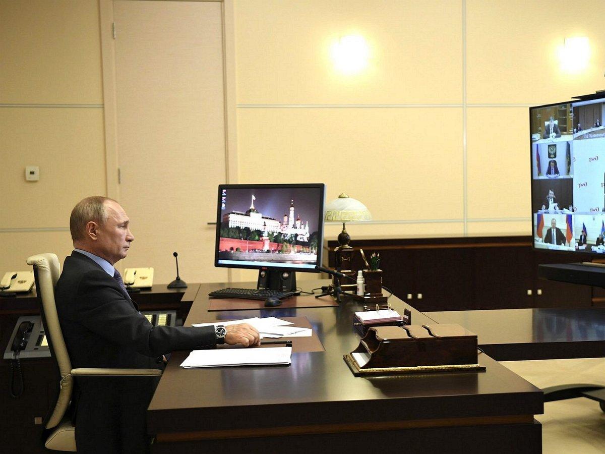 Путин стал предметом мемов в Сети