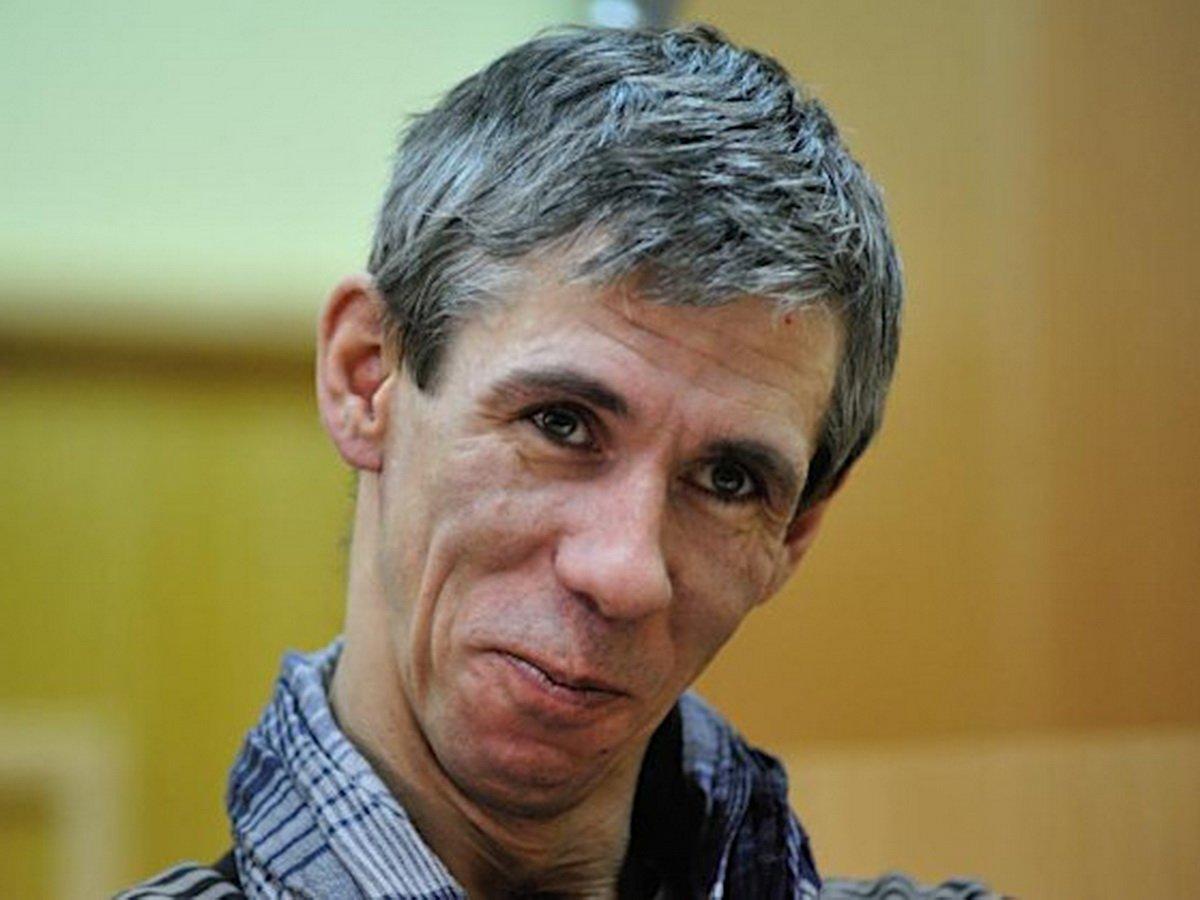 Скандалиста Панина выгнали с похорон Михаила Кокшенова