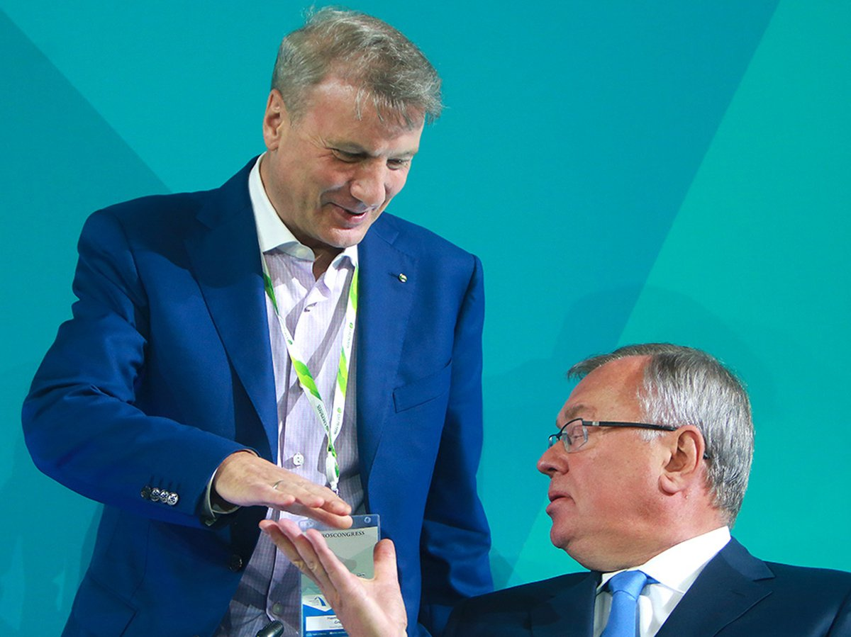 СМИ: Греф и Костин просили правительство меньше помогать бизнесу и гражданам и больше банкам