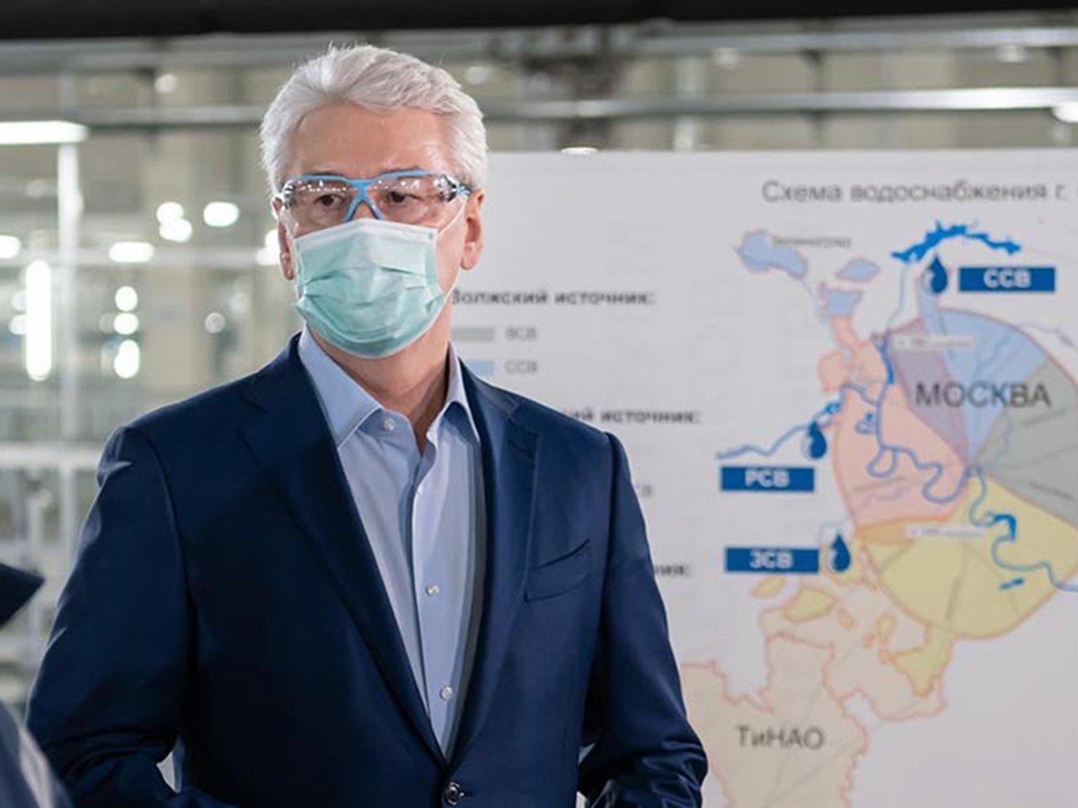 Собянин: москвичи будут носить маски до осени, к прежней жизни вернемся через год