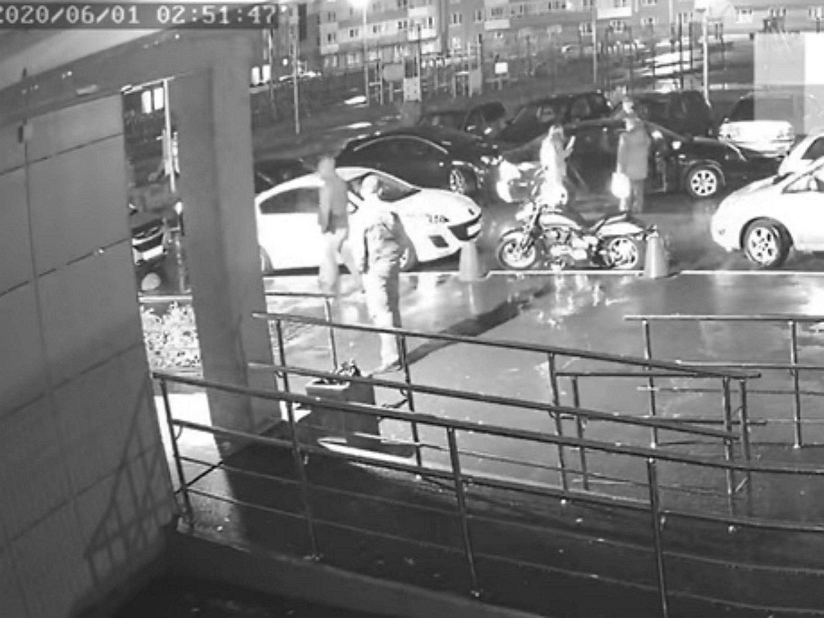 Спецоперация Росгвардии, в ходе которой был убит похититель обоев в Екатеринбурге, попала на видео