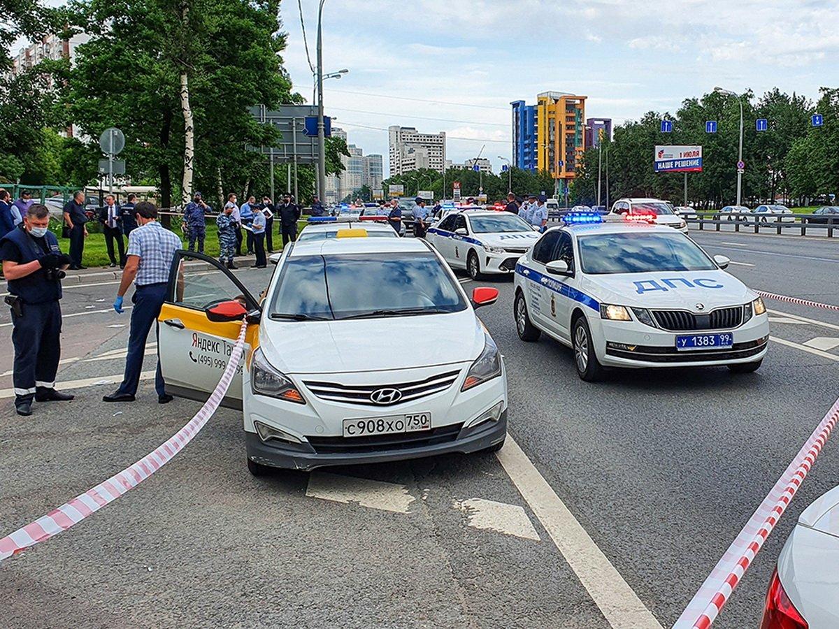 Стрельба по полицейским в Москве попала на видео