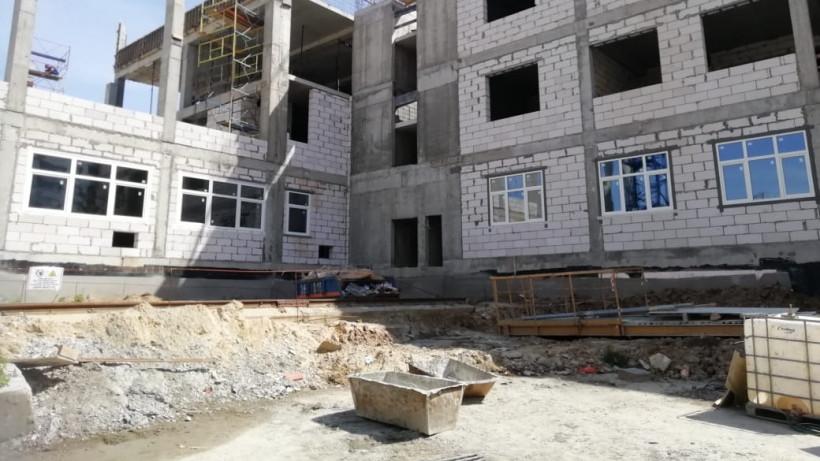Строительство учебного корпуса гимназии в Ленинском округе ведется в графике