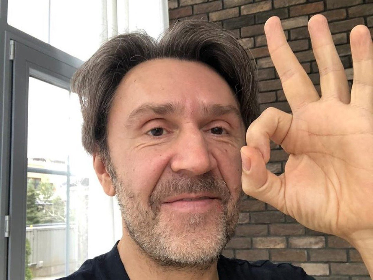 «Топят за поправки»: Шнуров высмеял артистов за агитацию новой Конституции