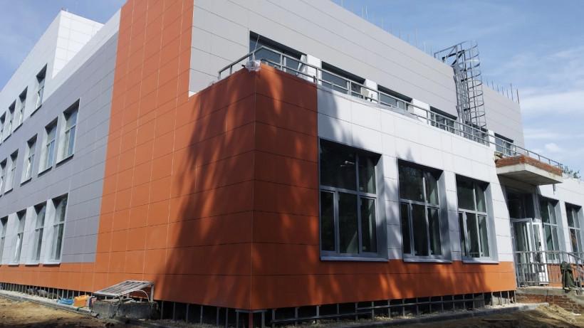 Учебную пристройку на 400 мест к школе в Королеве достроят к 1 сентября