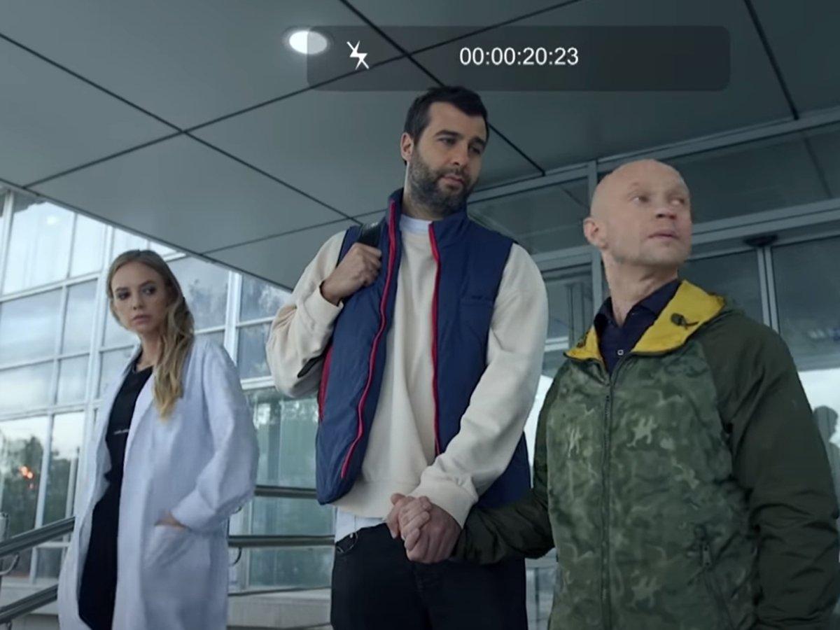 Ургант и Гудков «усыновили» Хрусталева в пародии на ролик к голосованию по Конституции