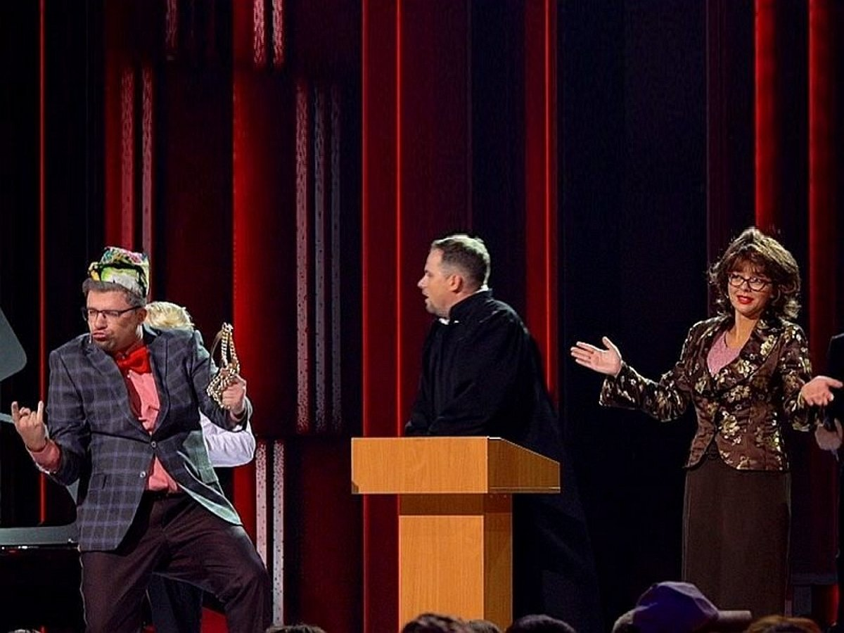 В Comedy Club высмеяли громкий развод Петросяна и Степаненко, показав номер из зала суда