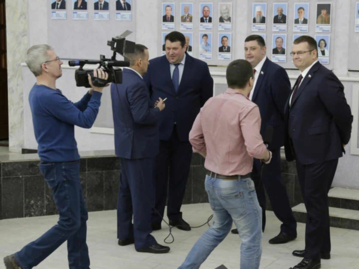 В Саратове депутаты подрались на заседании Думы из-за бутылки воды