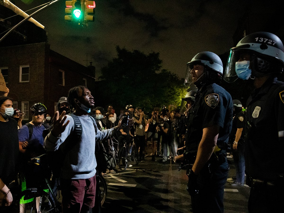 В США к протестующим присоединяются силовики