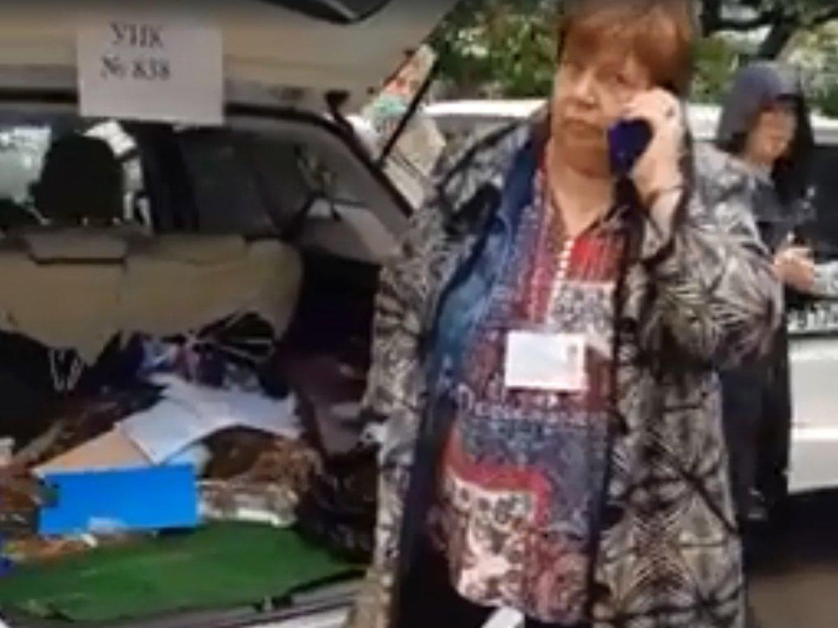 Во Владивостоке голосование по поправкам в Конституцию проводят в багажнике машины