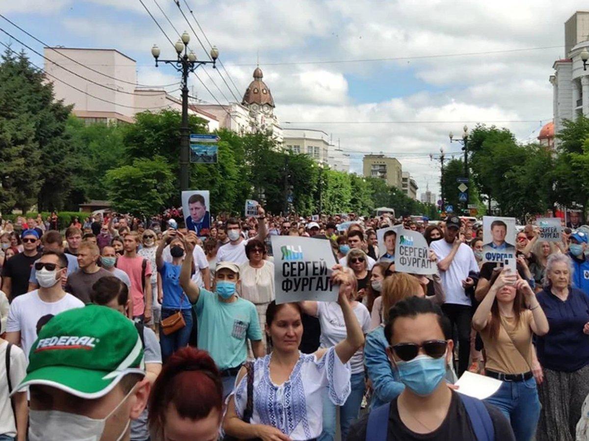 Хабаровск вышел на митинг в поддержку губернатора Сергея Фургала
