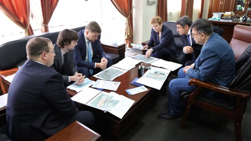 Разин общается с представителями компании «Чистая линия»