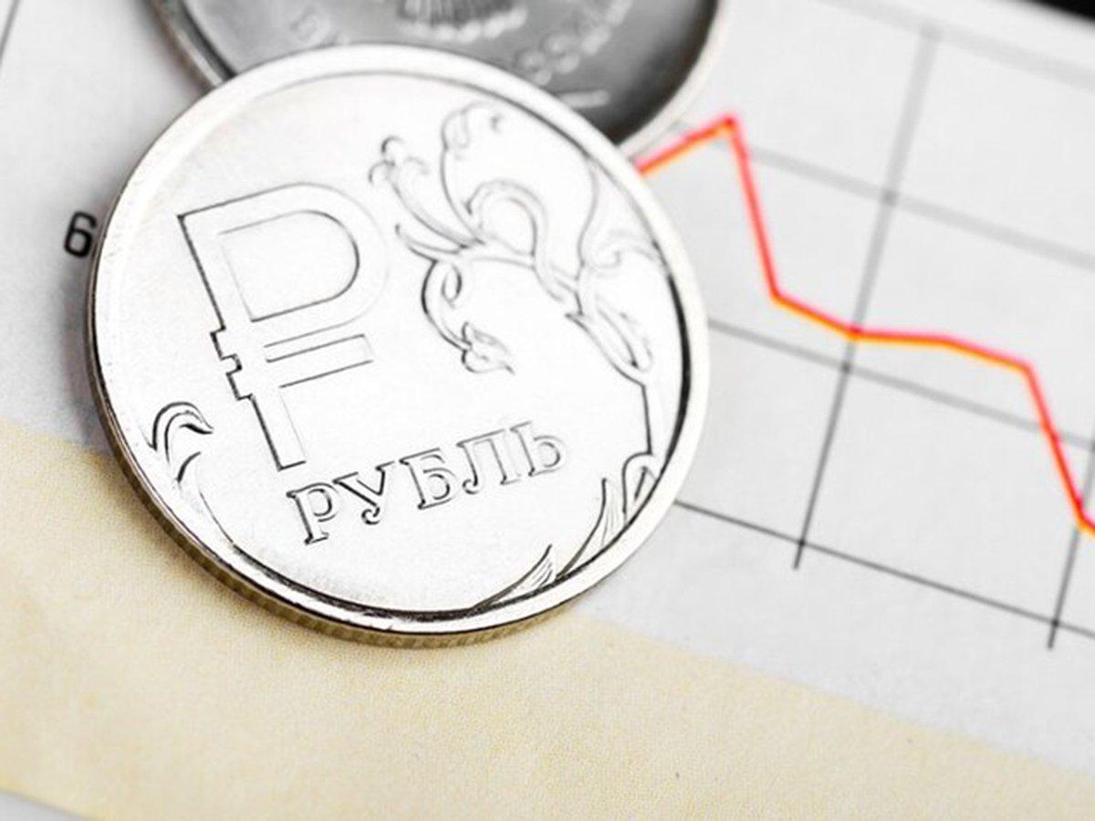 Курс рубля рухнул на торгах: эксперты заговорили о девальвации