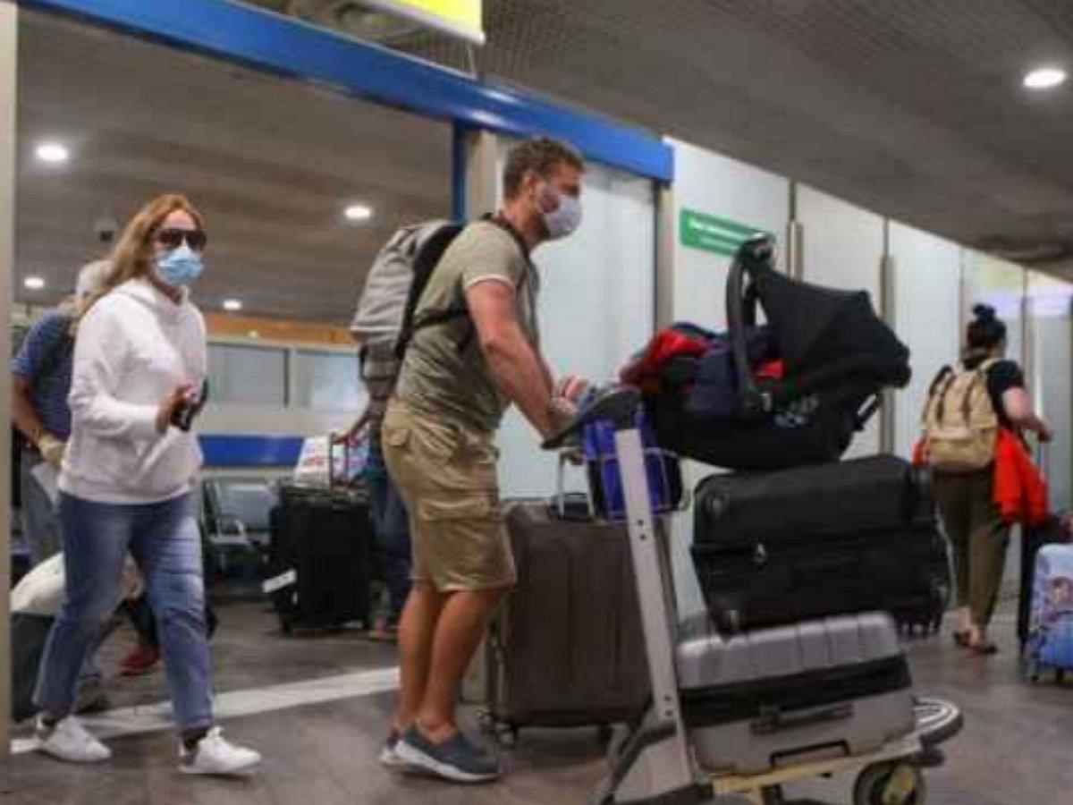 МИД призвал не уведомивших о возвращении россиян вернуть матпомощь