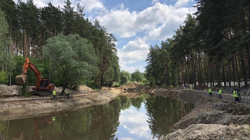 Министр благоустройства Подмосковья проверил ход работ в парке Домодедова