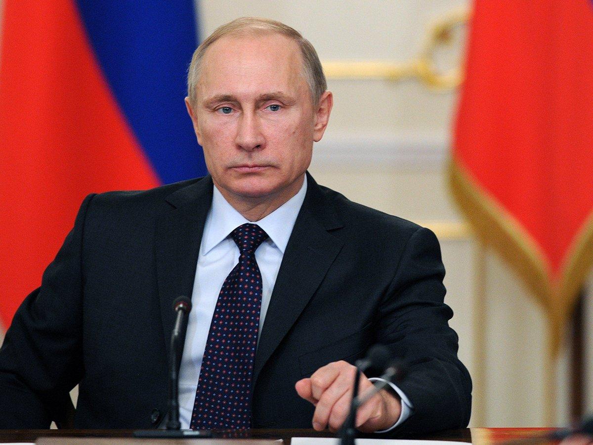 """""""Мы приняли это решение вместе"""": Путин подписал указ о внесении изменений в Конституцию"""