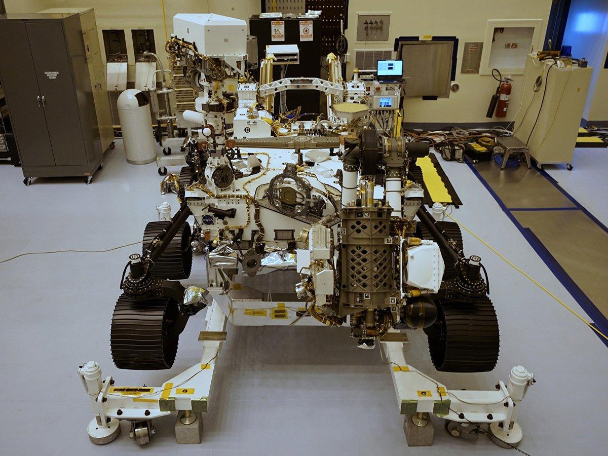 """NASA отправляет на Марс новый ровер """"Персеверанс"""" с настоящим дроном"""