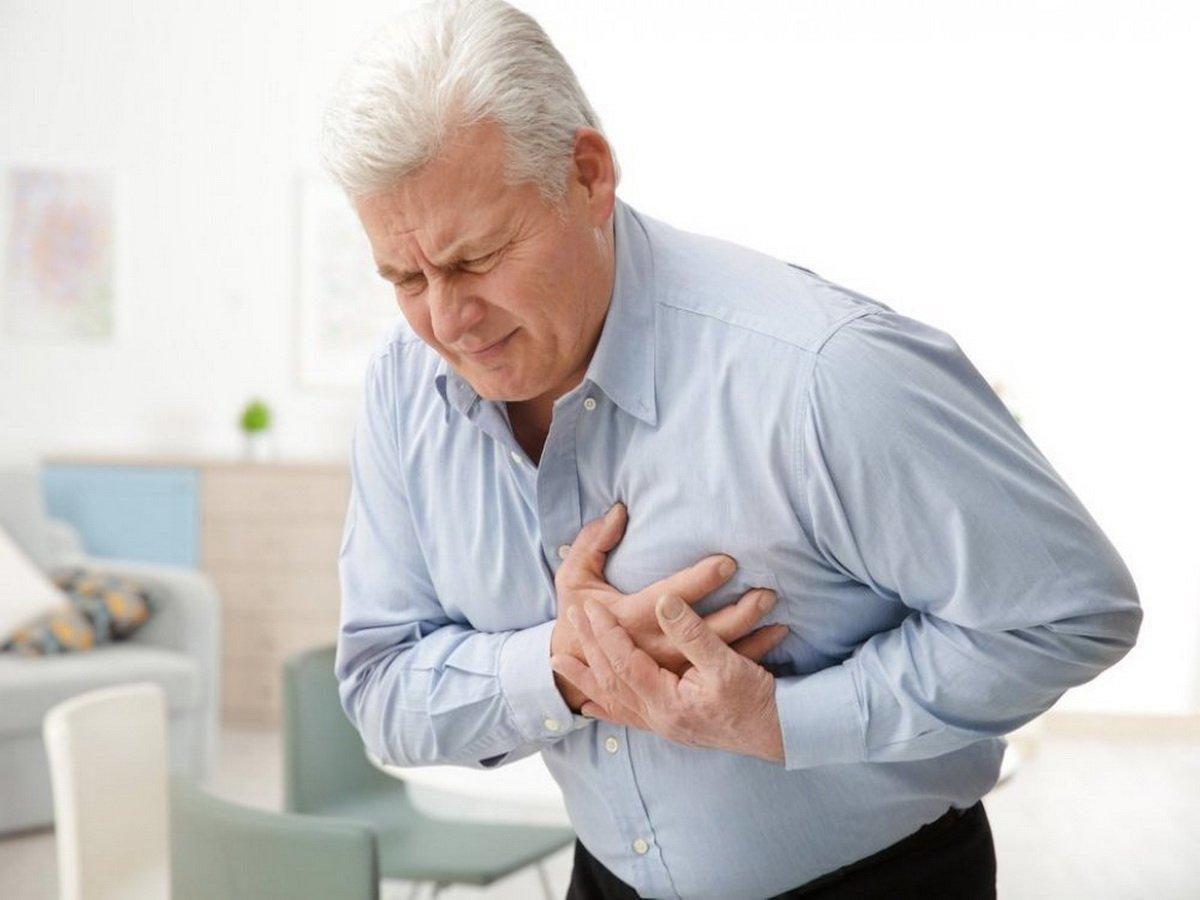 Названы признаки скорого инфаркта, заметные на ногах