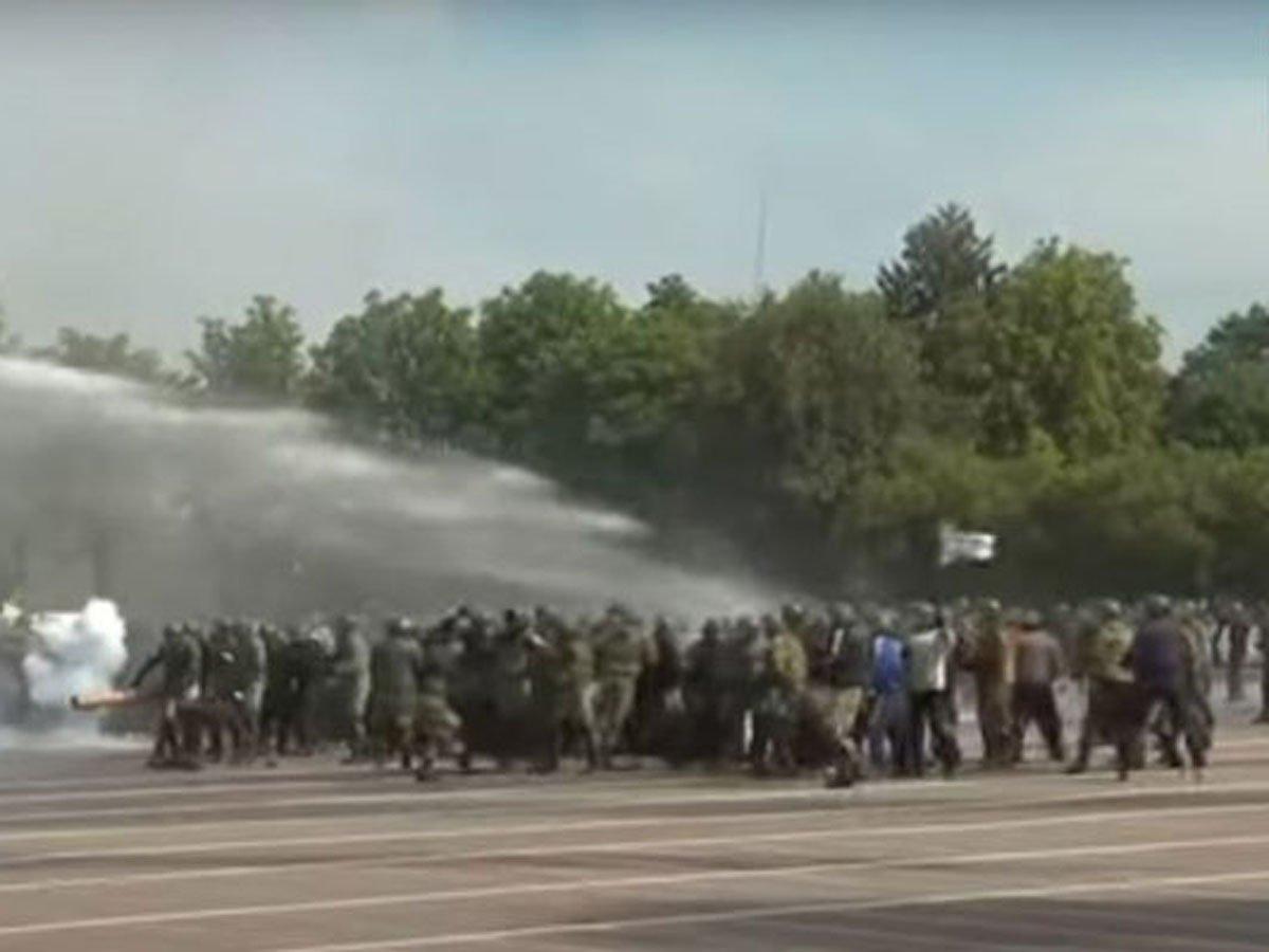 спецназ Беларуси разгоняет акцию протеста