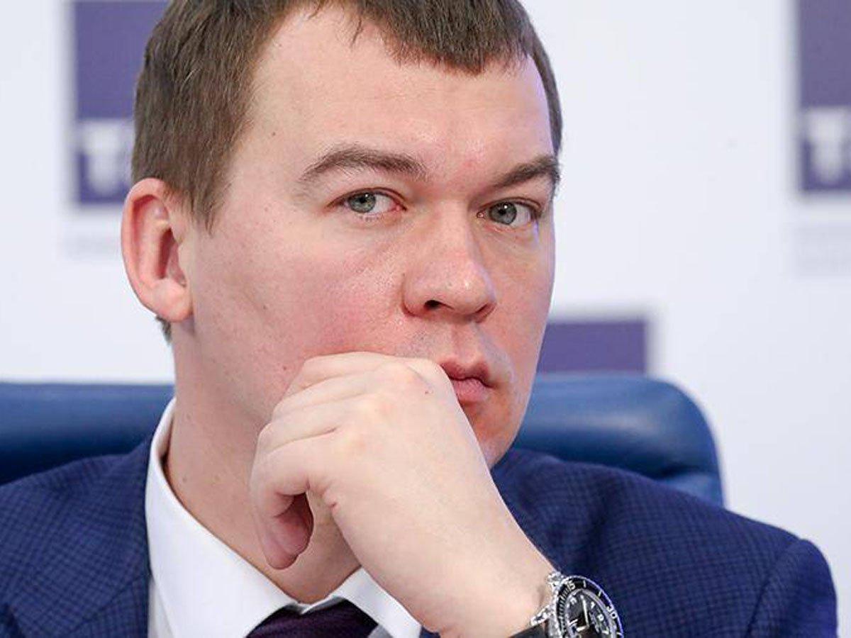 Предлагал перекрасить Кремль в белый цвет и запретить доллар: кто такой врио главы Хабаровского края Михаил Дегтярев