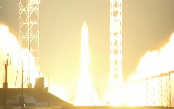 Россия запустила ракету Протон-М с двумя спутниками
