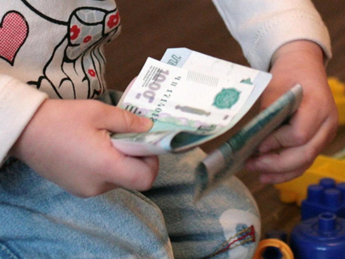 Россияне смогут получить сразу три пособия на ребенка в августе