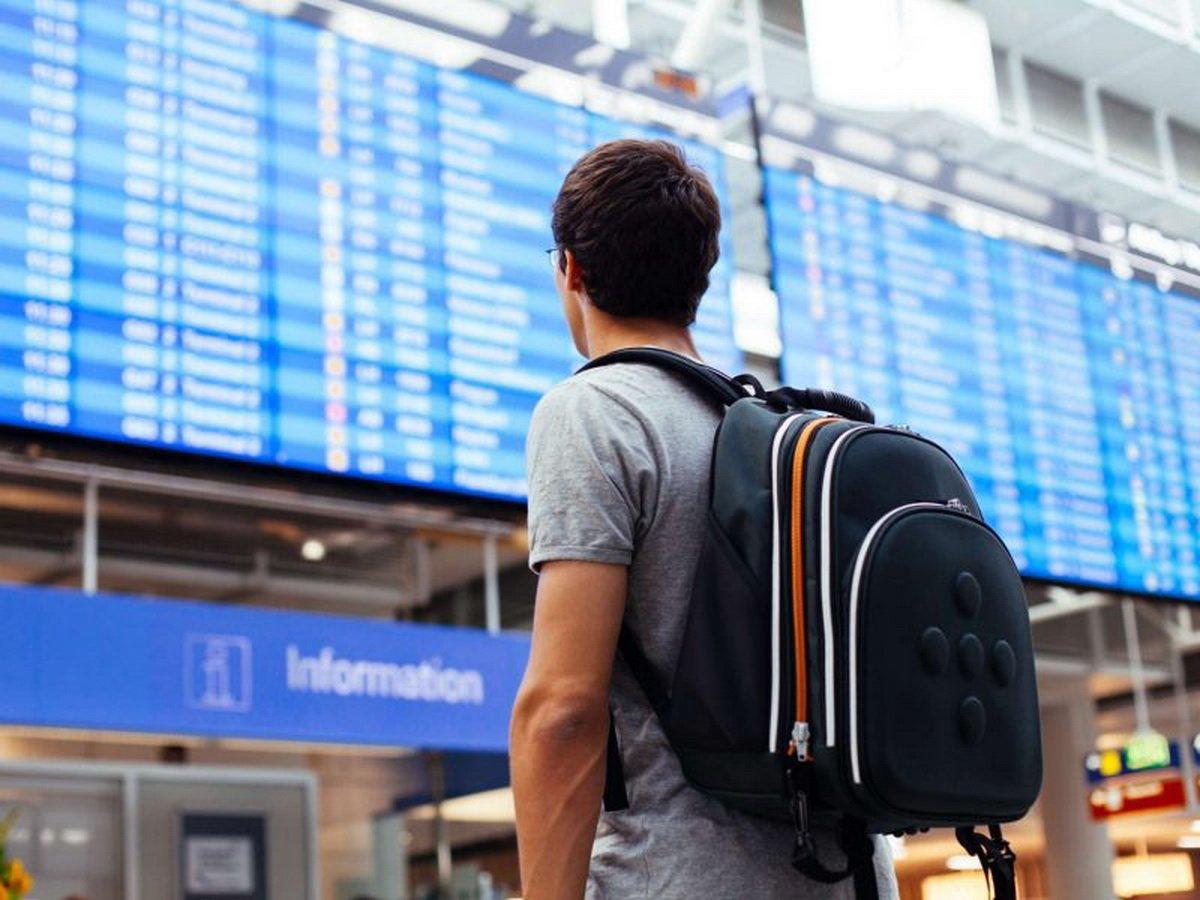 Российские туристы пожаловались на массовую отмену рейсов за границу