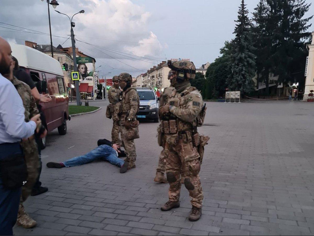 СМИ: луцкий террорист больше минуты ждал своего задержания возле автобуса