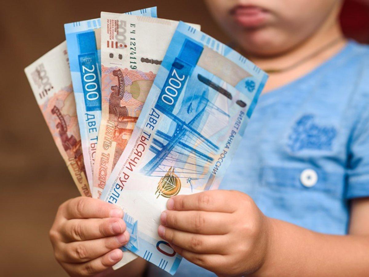 """СМИ рассказали о """"путинских выплатах"""" на детей старше 16 лет"""