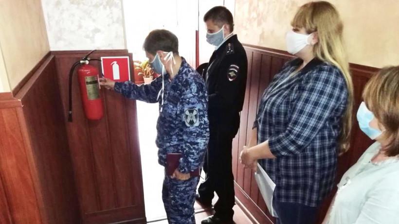 Сотрудники Росгвардии проверили безопасность 34 детских лагерей в Подмосковье