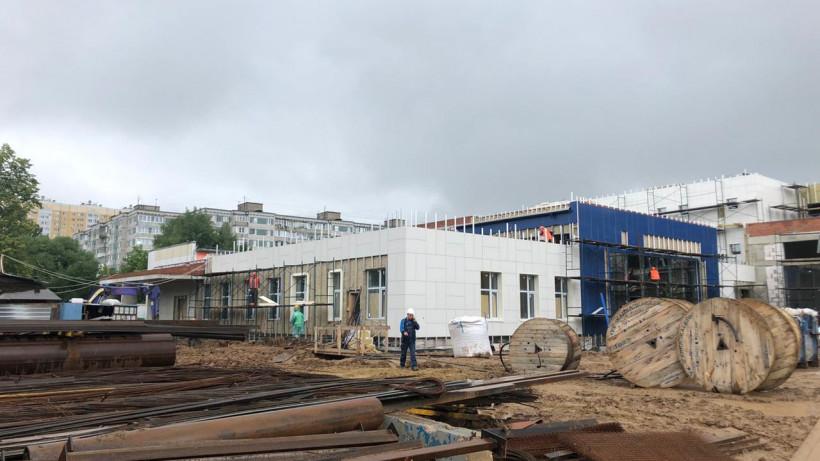 Строительство пристройки к школе в Химках завершено на 75%
