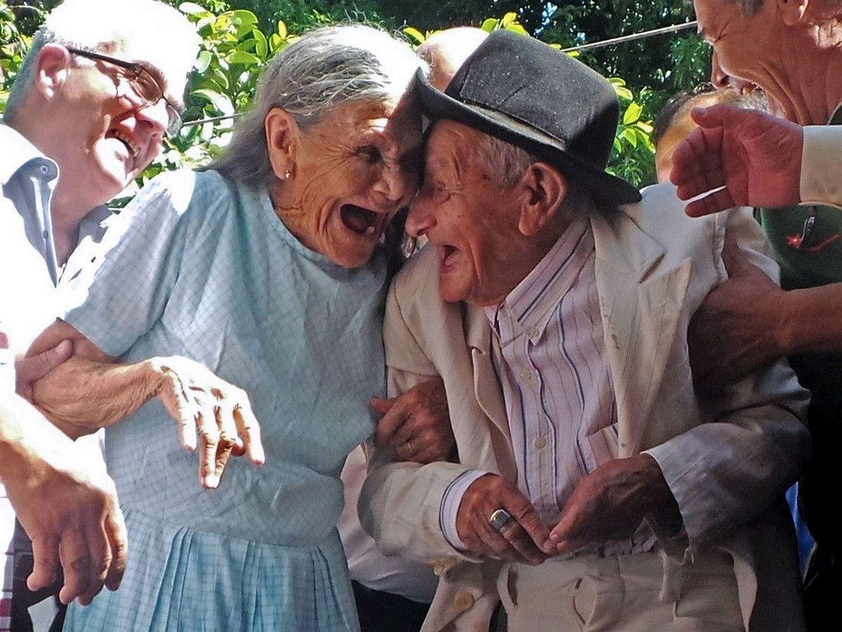 Ученые советуют пожилым людям чаще смеяться