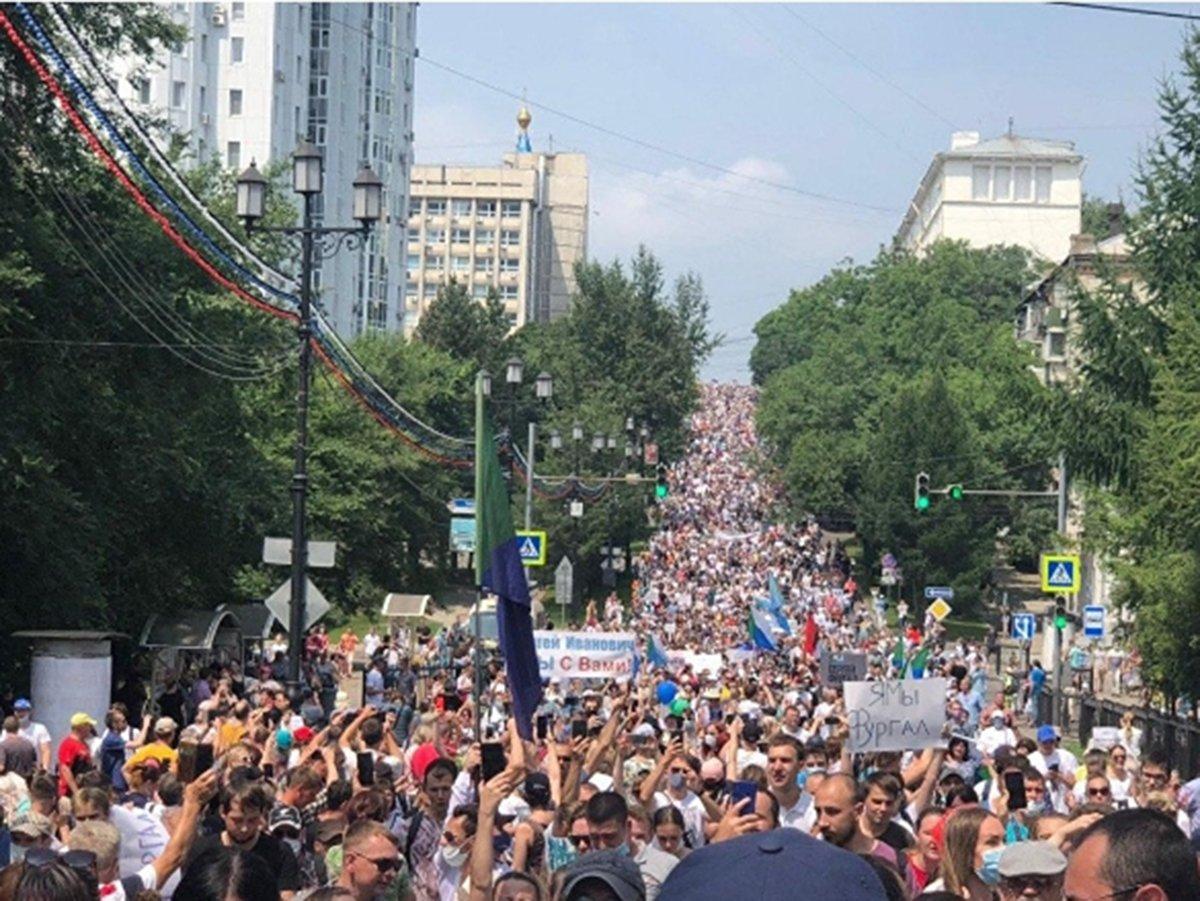 В Хабаровске возобновился многотысячный митинг в поддержку Фургала